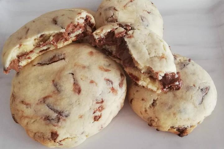 https://yemek.com/tarif/cikolata-dolgulu-kurabiye-7/ | Çikolata Dolgulu Kurabiye Tarifi
