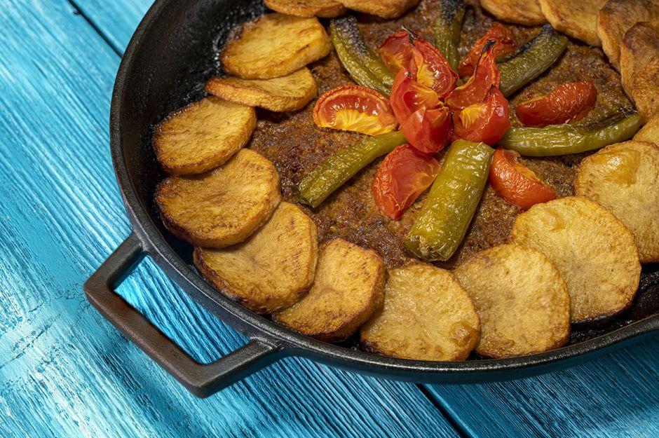 https://yemek.com/tarif/patatesli-tepsi-kebabi-2/   Patatesli Tepsi Kebabı Tarifi