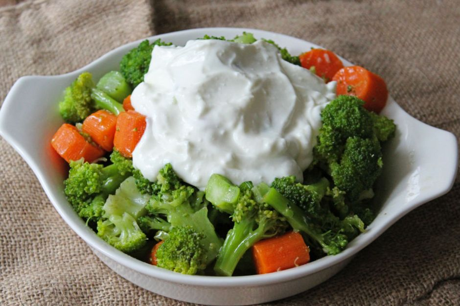 https://yemek.com/tarif/yogurtlu-brokoli-salatasi/ | Yoğurtlu Brokoli Salatası Tarifi