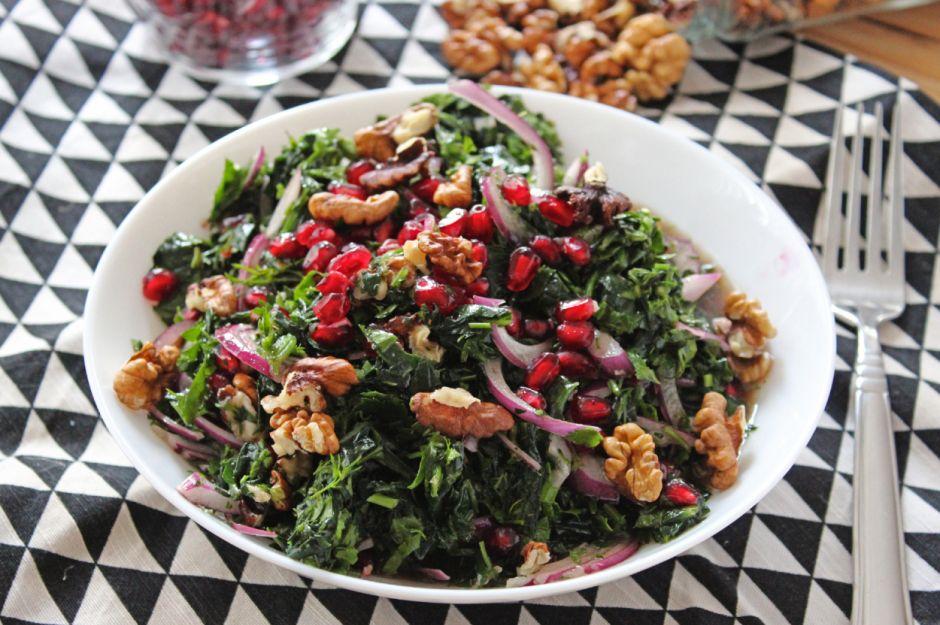 https://yemek.com/tarif/narli-cevizli-ispanak-salatasi/   Narlı Cevizli Ispanak Salatası Tarifi