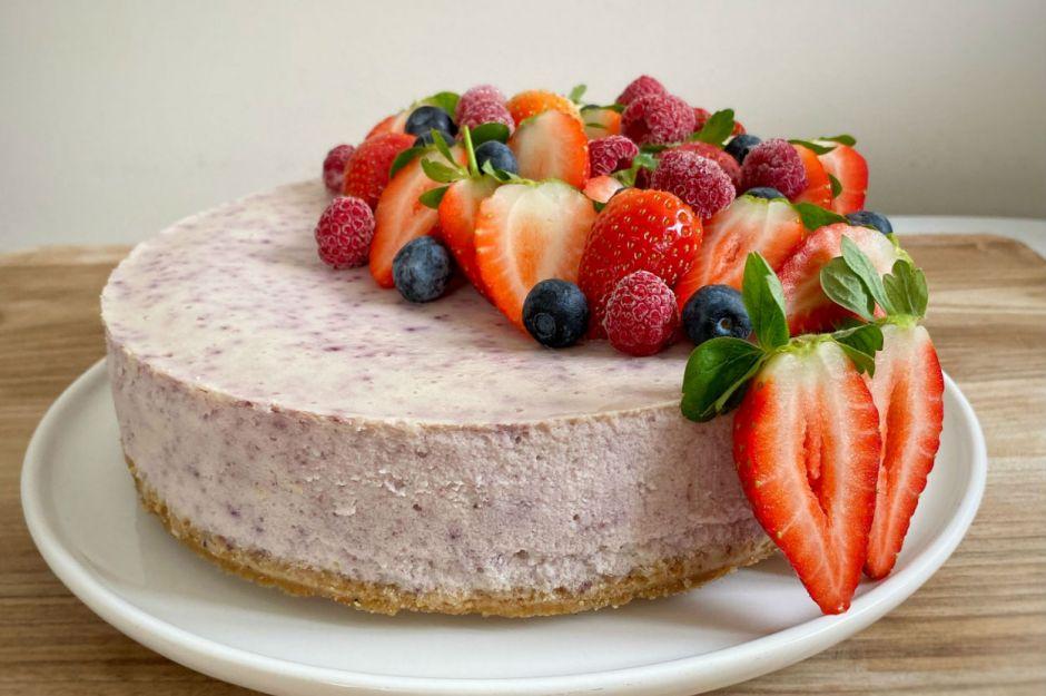 https://yemek.com/tarif/yaban-mersinli-cheesecake-3/   Yaban Mersinli Cheesecake Tarifi