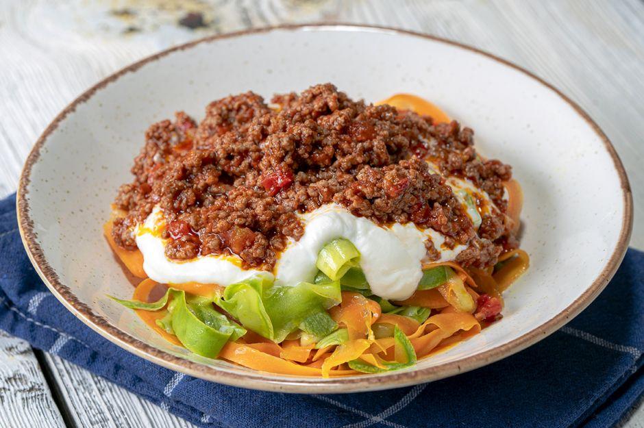 https://yemek.com/tarif/sebzeden-kiyma-soslu-spagetti/ | Sebzeden Kıyma Soslu Spagetti Tarifi