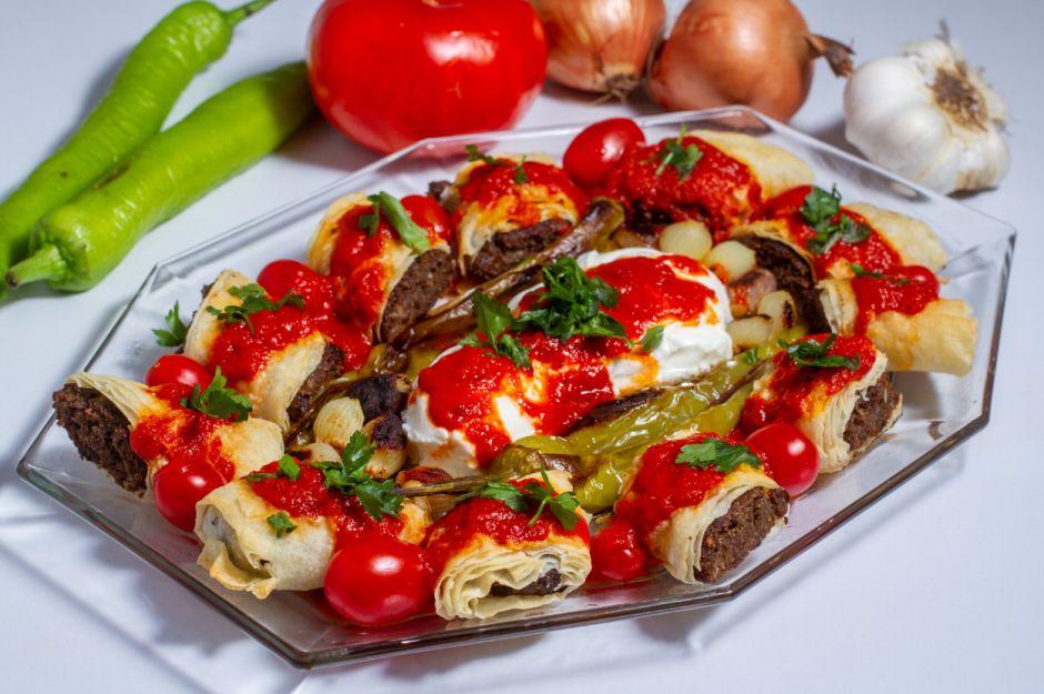https://yemek.com/tarif/beyti-kebabi/ | Beyti Kebabı Tarifi