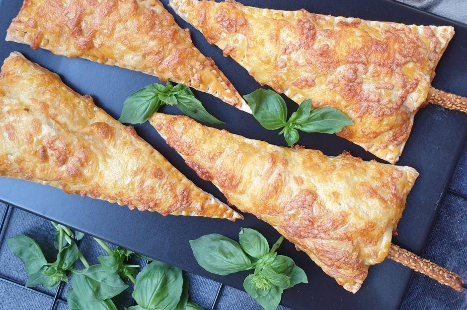 https://yemek.com/tarif/cubukta-pizza/ | Çubukta Pizza Tarifi
