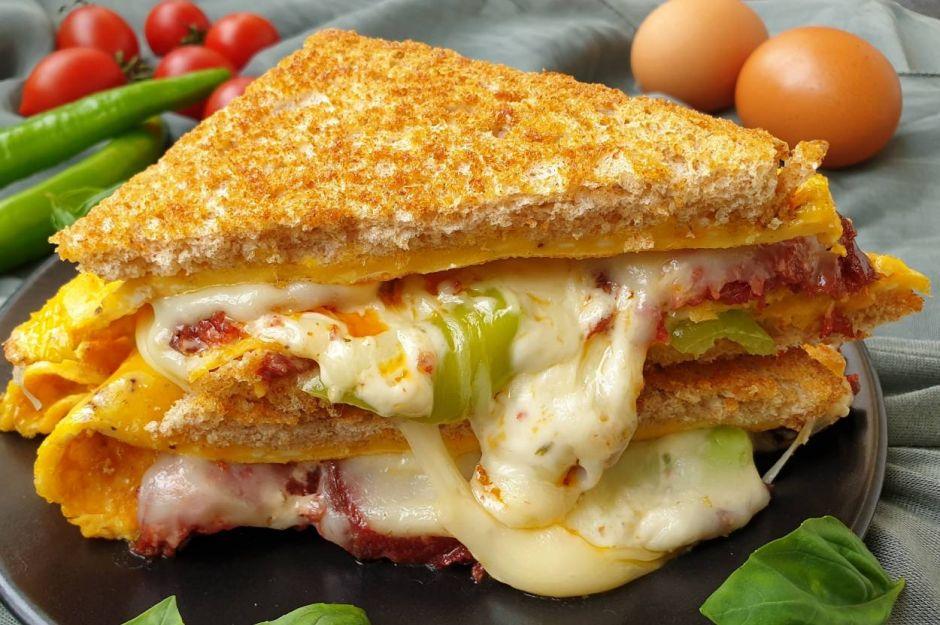 https://yemek.com/tarif/sandvic-omlet/   Sandviç Omlet Tarifi