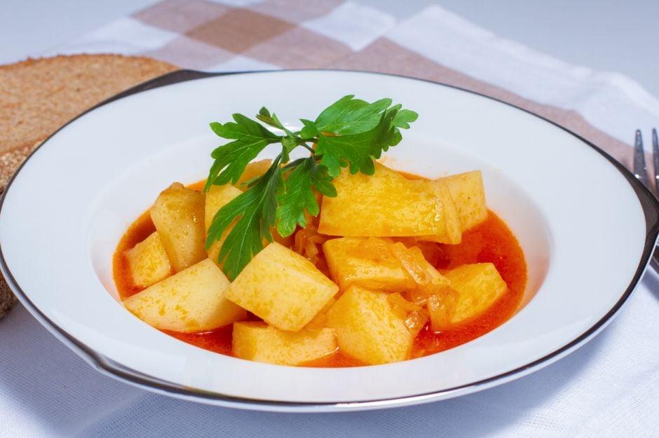 https://yemek.com/tarif/sulu-patates-yemegi/   Sulu Patates Yemeği Tarifi