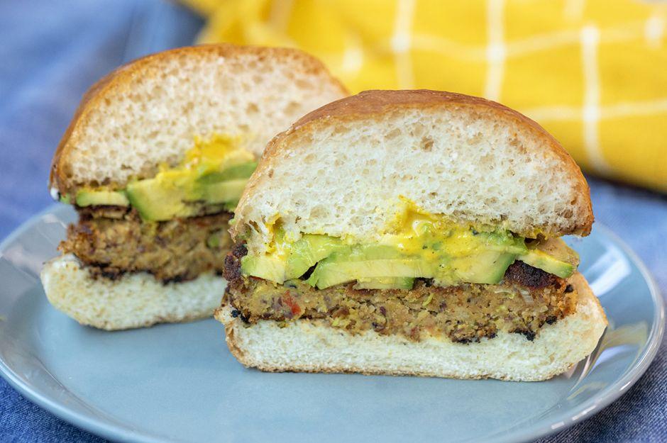 https://yemek.com/tarif/avokadolu-vejetaryen-burger/   Avokadolu Vejetaryen Burger Tarifi