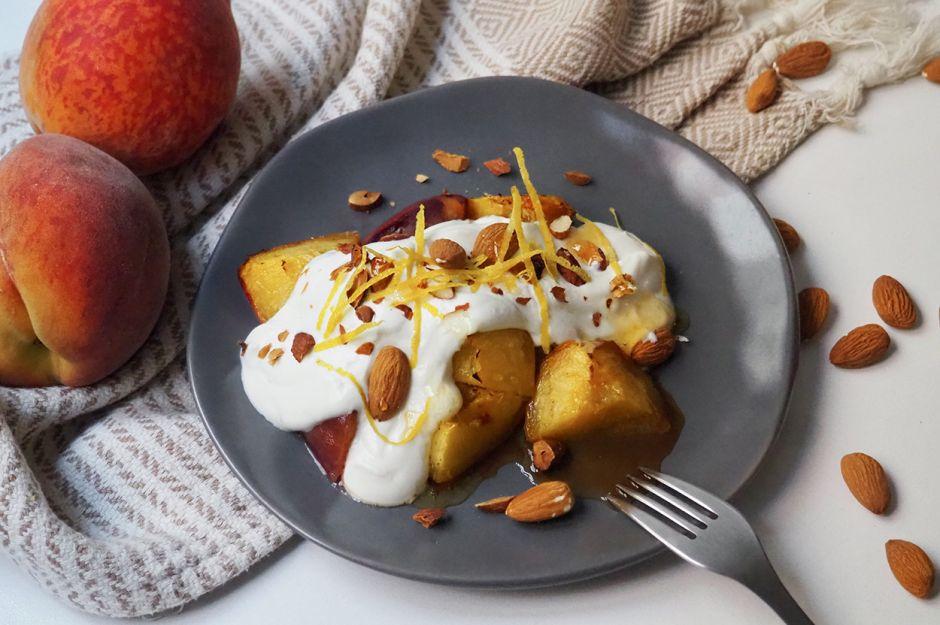 https://yemek.com/tarif/yogurt-kremali-seftali-tatlisi/   Yoğurt Kremalı Şeftali Tatlısı Tarifi