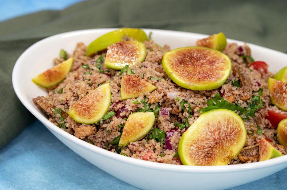 https://yemek.com/tarif/incirli-bulgur-salatasi/ | İncirli Bulgur Salatası Tarifi