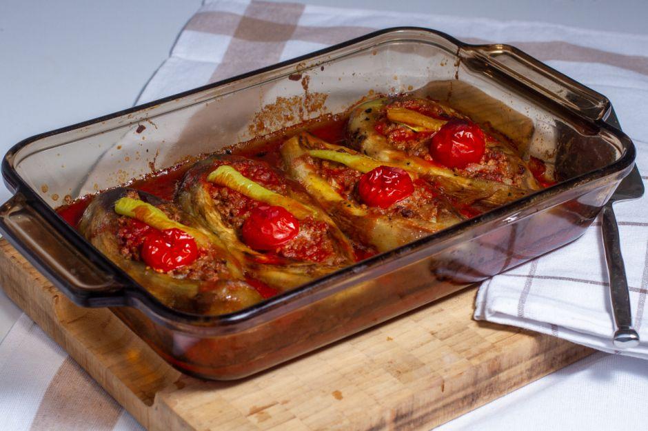 https://yemek.com/tarif/kozlenmis-patlicandan-karniyarik/   Közlenmiş Patlıcandan Karnıyarık Tarifi