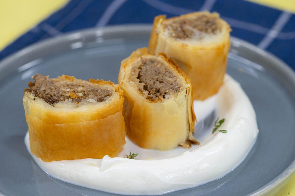 https://yemek.com/tarif/patlicanli-mantarli-strudel-borek/ | Patlıcanlı Mantarlı Strudel Börek Tarifi