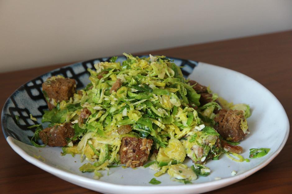 Sezar Soslu Brüksel Lahanası Salatası Tarifi