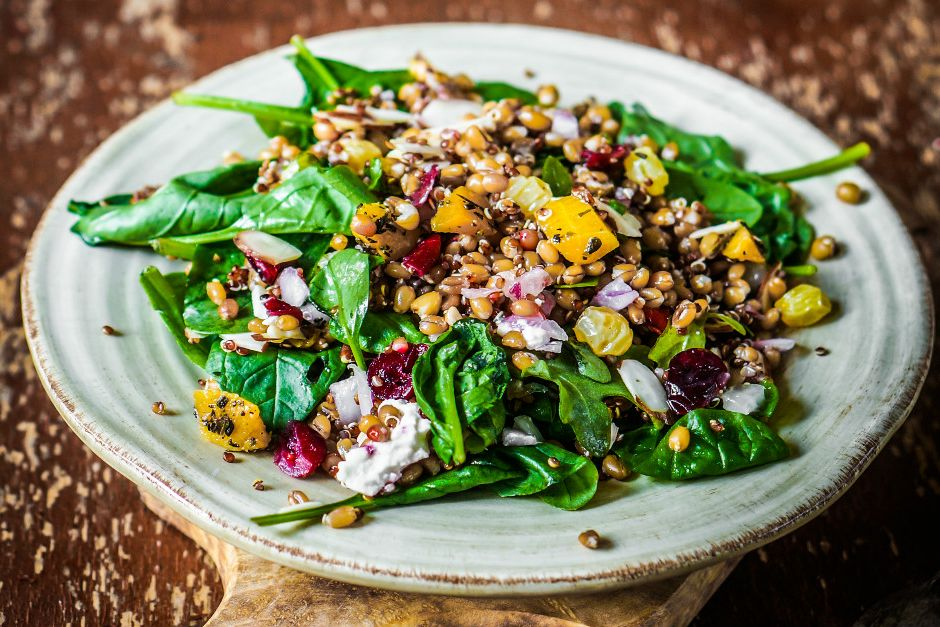 Mercimekli Ispanak Salatası Tarifi