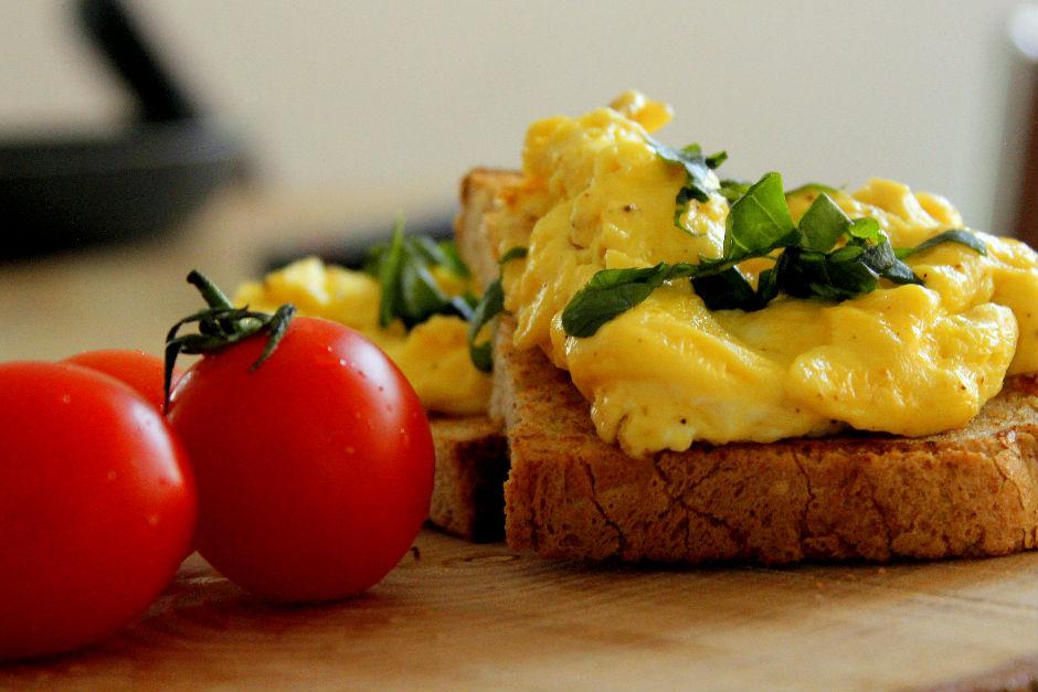 Ekmek Üzeri Çırpılmış Yumurta Tarifi