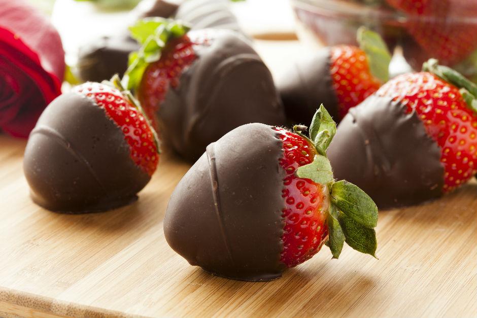 Çikolata Kaplı Çilekler Tarifi