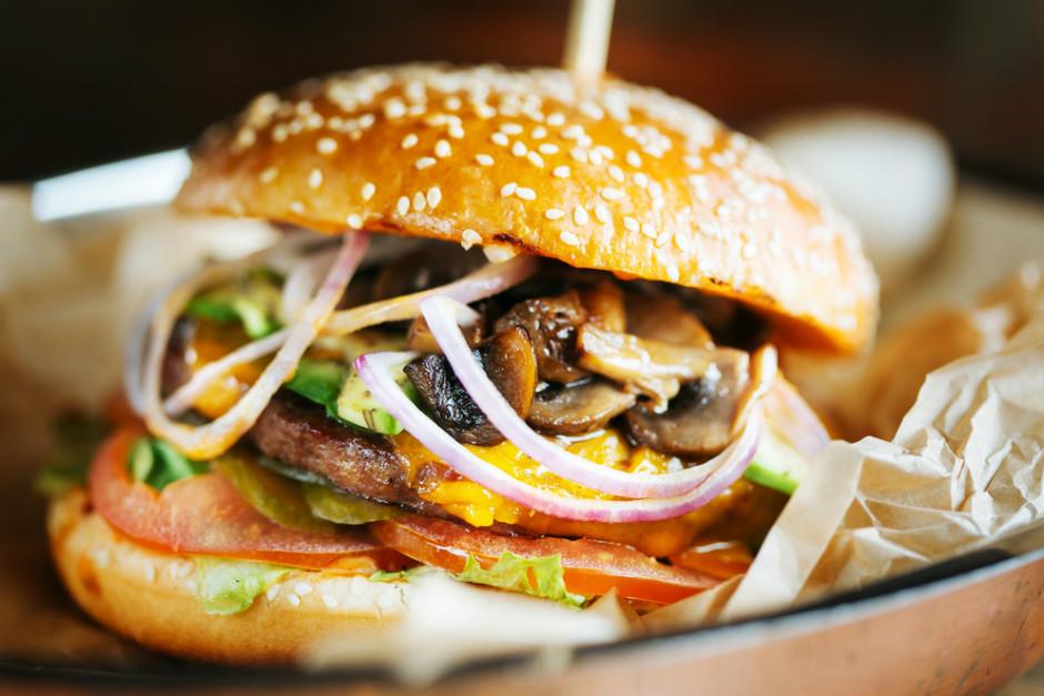 Ev Yapımı Mantarlı Burger