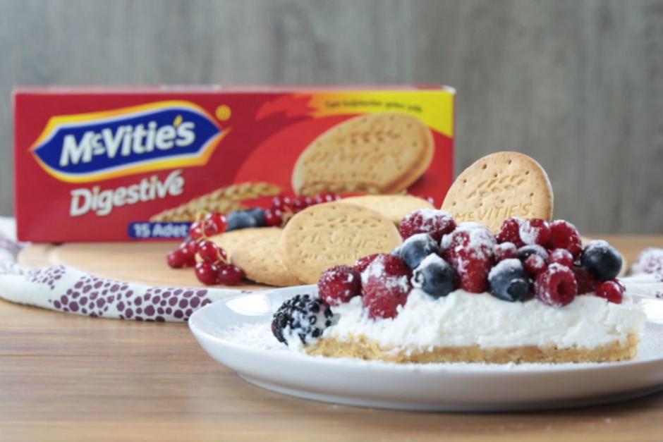 kirmizi-meyveli-cheesecake