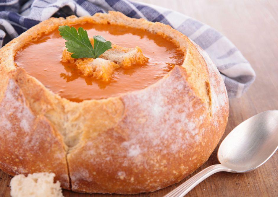 Ekmek Çanağında Domates Çorbası Tarifi