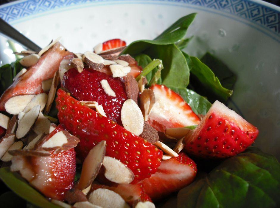 cilekli- ıspanak-salatasi-tarifi