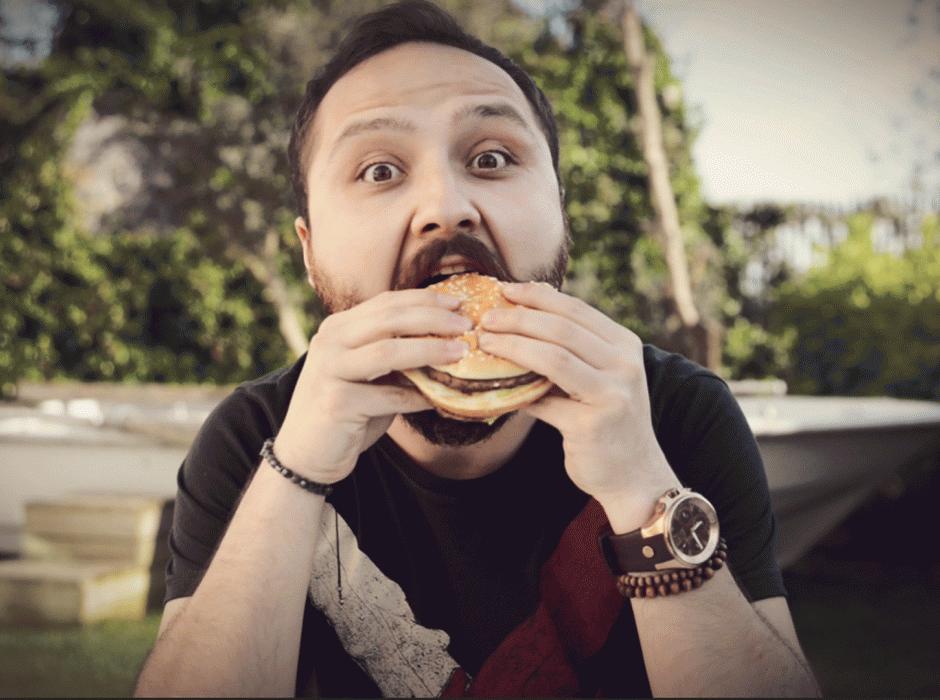 hamburger-nasıl-yenir-1