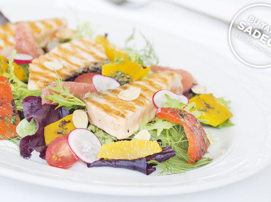 Izgara Somon Salatası Tarifi