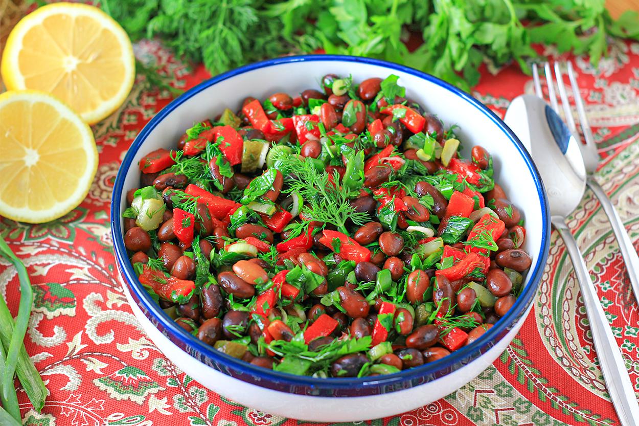 https://yemek.com/tarif/barbunya-salatasi/ | Barbunya Salatası Tarifi