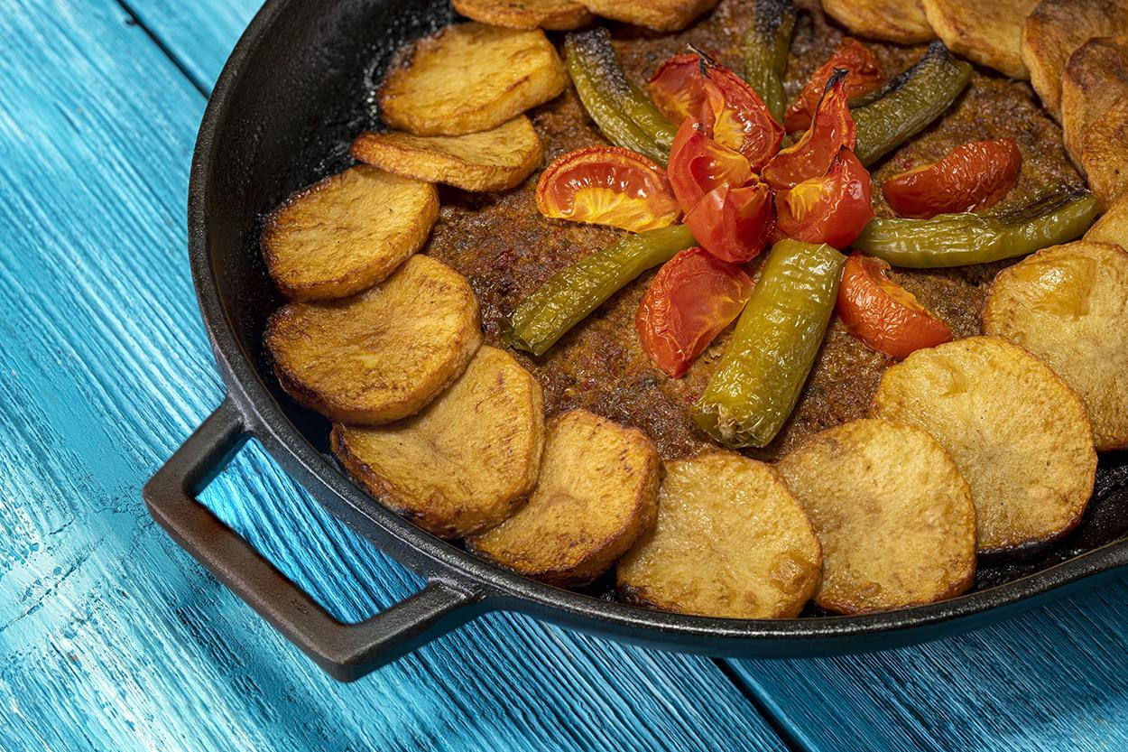 https://yemek.com/tarif/patatesli-tepsi-kebabi-2/ | Patatesli Tepsi Kebabı Tarifi