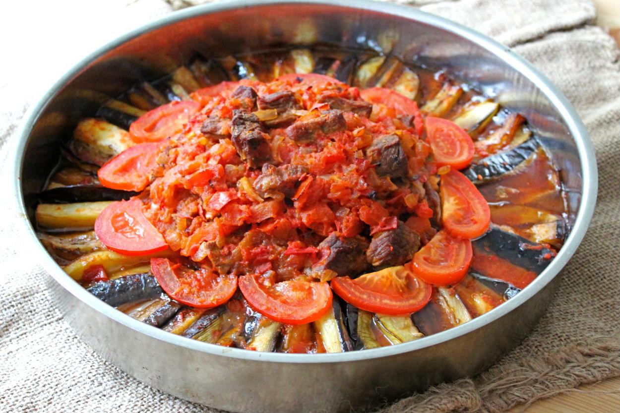 https://yemek.com/tarif/patlicanli-parmak-kebabi/ | Patlıcanlı Parmak Kebabı Tarifi