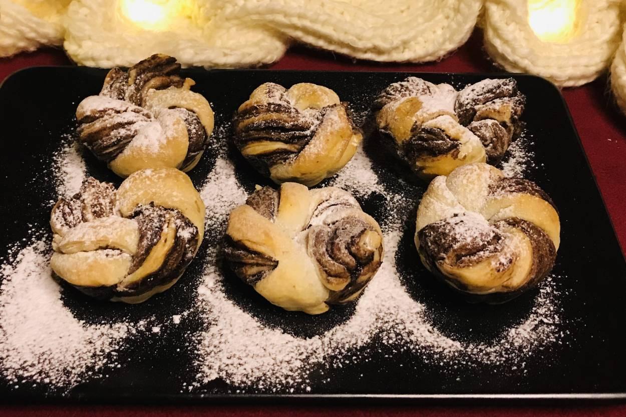 https://yemek.com/tarif/cikolatali-milfoy-burma/ | Çikolatalı Milföy Burma Tarifi
