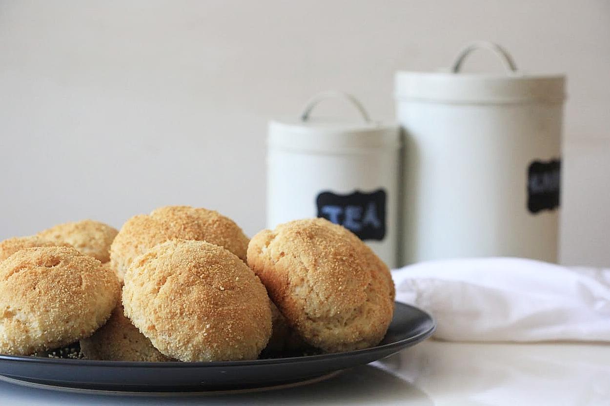 https://yemek.com/tarif/ekmek-kirintili-corek/ | Ekmek Kırıntılı Çörek Tarifi
