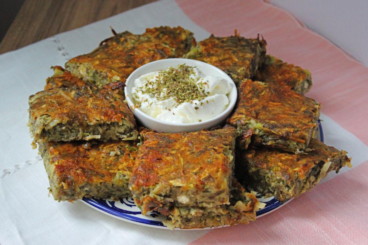 https://yemek.com/tarif/kabakli-patatesli-firin-mucver/ | Kabaklı Patatesli Fırın Mücver Tarifi