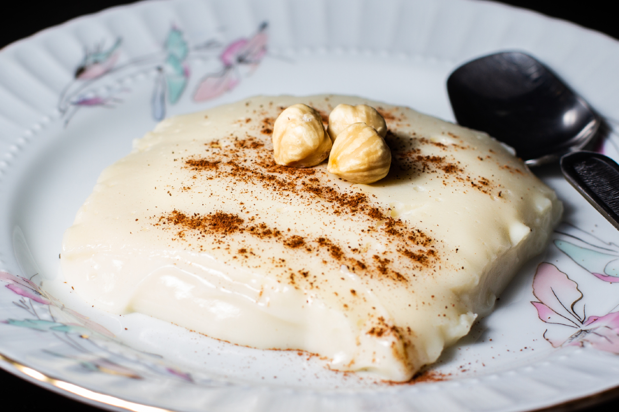 https://yemek.com/tarif/nisastali-tavuk-gogsu/ | Nişastalı Tavuk Göğsü Tarifi