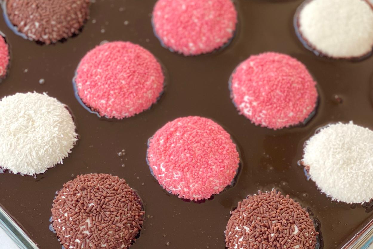 https://yemek.com/tarif/borcamda-marshmallow-tatlisi/ | Borcamda Marshmallow Tatlısı Tarifi