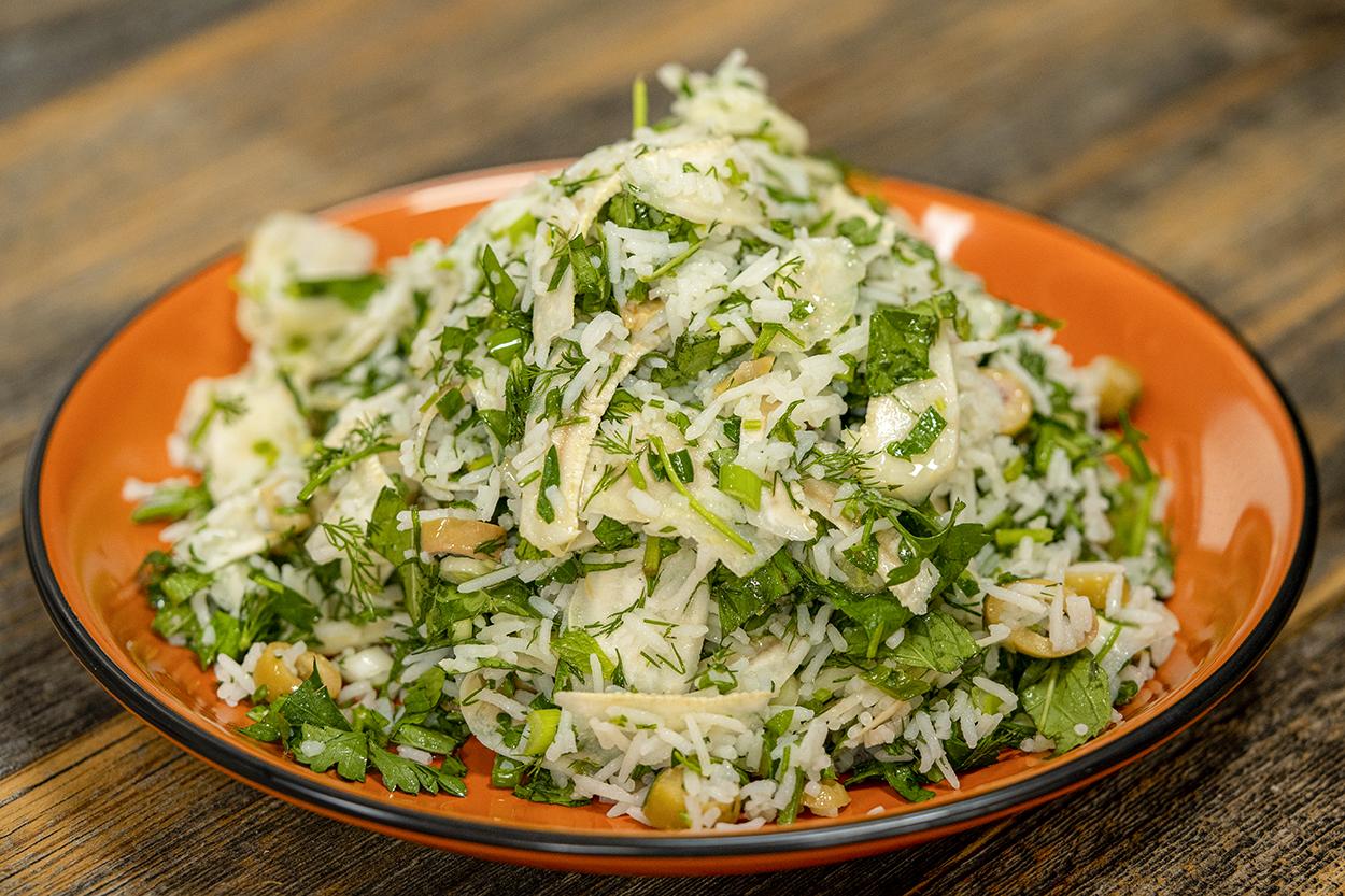 https://yemek.com/tarif/pirincli-enginar-salatasi/ | Pirinçli Enginar Salatası Tarifi