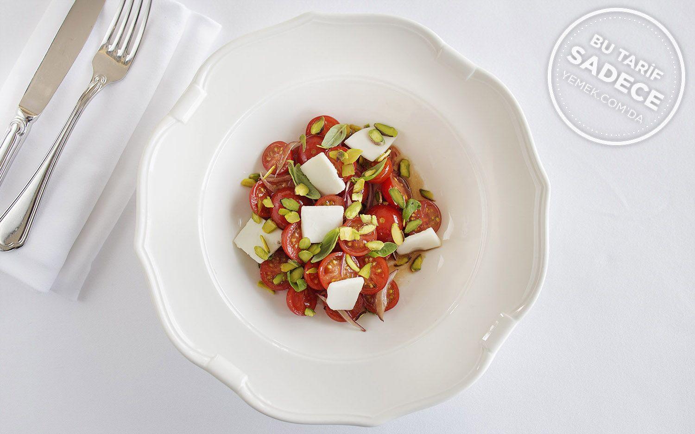https://yemek.com/tarif/raika-fistikli-domates-salatasi/  | Fıstıklı Domates Salatası Tarifi