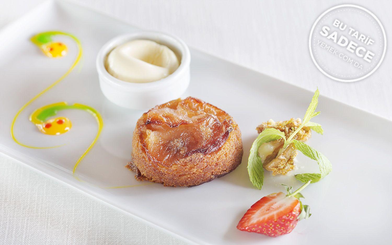 https://yemek.com/tarif/lacivert-restaurant-armut-tatlisi/ | Fotoğraf: Özgür Bakır / Lacivert Ilık Armut Tatlısı Tarifi