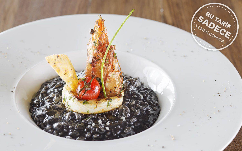 https://yemek.com/tarif/izaka-restaurant-al-nero-di-seppia/ | Fotoğraf: Özgür Bakır / Mürekkep Balıklı Risotto Tarifi