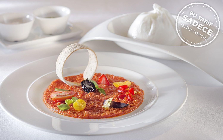 https://yemek.com/tarif/domates-pureli-burrata-peyniri/   Fotoğraf: Özgür Bakır / Domates Püreli Burrata Peyniri