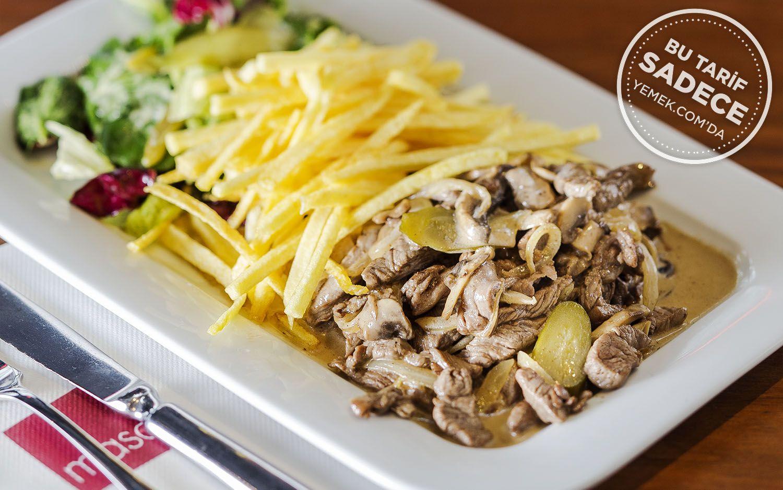 https://yemek.com/tarif/beef-stroganoff-salatasi/ | Fotoğraf: Özgür Bakır / Beef Stroganoff Salatası Tarifi