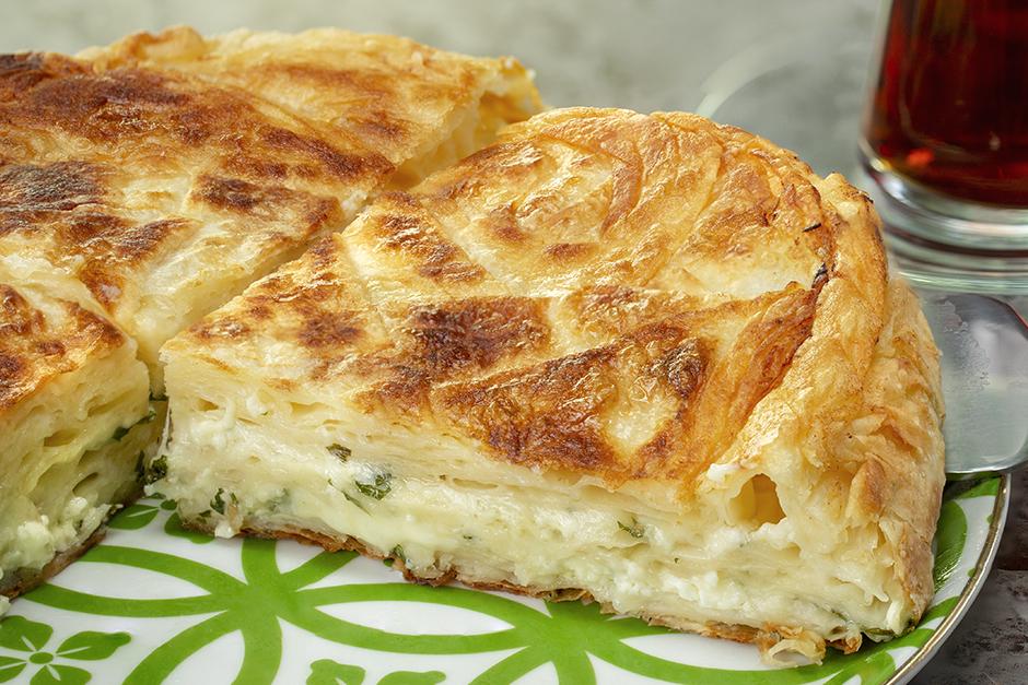 Peynirine Doyum Olmaz: Bol Peynirli Tava Böreği