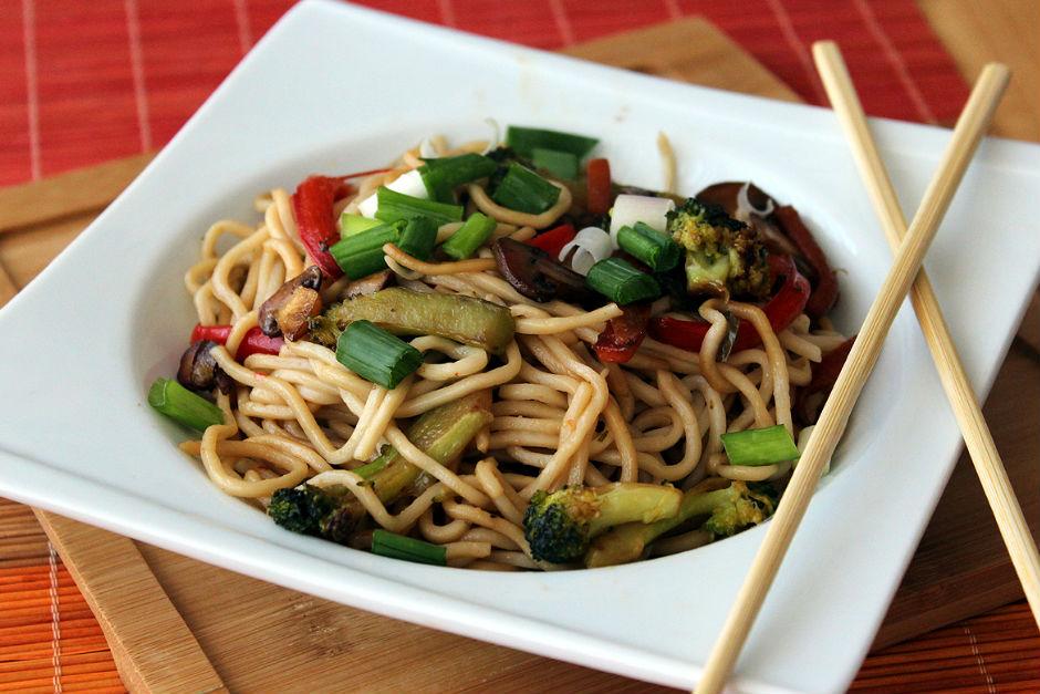 Sebzeli Noodle Tarifi, Nasıl Yapılır? - Yemek.com