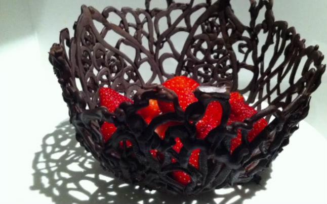 cikolata-kasesi-meyve-salatasi
