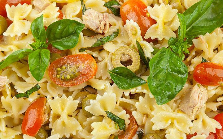 Sebzeli ve Ton Balıklı Makarna Salatası Tarifi
