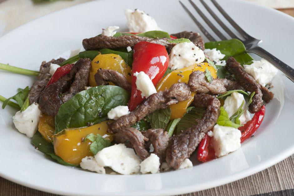 Etli ve Peynirli Ispanak Salatası Tarifi