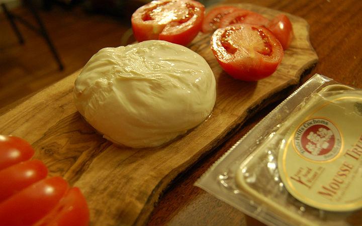 burrata peyniri - flickr/bokchoi-snowpea