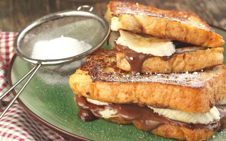 Ekmek Arası Lezzet: Muzlu, Çikolatalı Tost