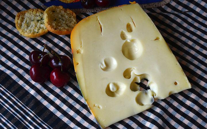 Emmenthaler peyniri - flickr/formatges