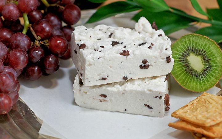 https://www.flickr.com/photos/artizone/4958472947/ | cheddar peyniri - flickr/artizone