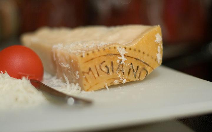 parmigiano peyniri - flickr/wizzfish