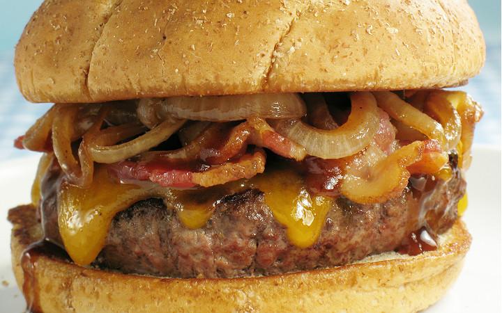 Füme Pastırmalı Cheeseburger Tarifi